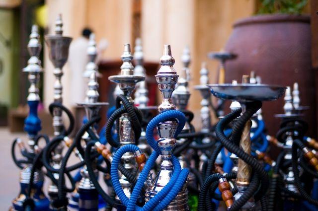 Курение кальянов и электронных сигарет на территории ресторанов и кафе с октября 2020-ого запрещено.
