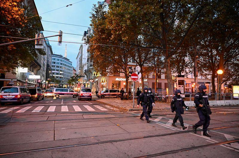 Полицейские патрули на улицах Вены после ЧП.