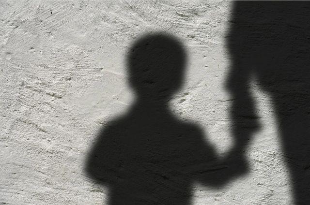 Мальчик – инвалид с детства, он не может самостоятельно двигаться, ему нужен постоянный уход.