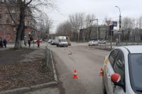 Два мальчика попали под колеса автомобиля Kia Rio на улице Котовского в Ленинском районе Новосибирска. По предварительной информации, они переходили дорогу на красный свет.