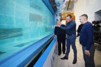 Представители компании «Океанрыбфлот» уже изучают особенности нового трала.
