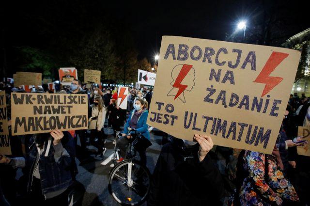 Митинг против запрета абортов в Варшаве.