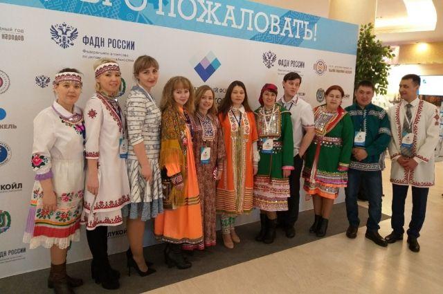 """Юлия Трушкова с участниками проекта """"У меня есть друг такой национальности"""""""