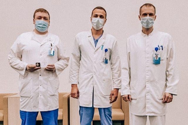 Тюменских врачей наградили за борьбу с коронавирусом