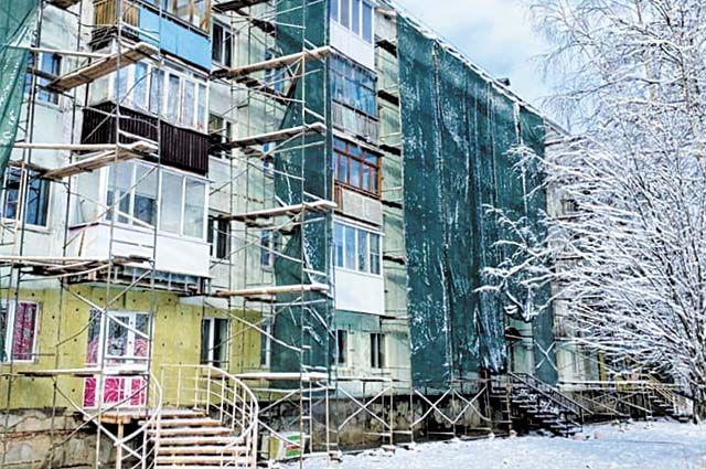 На проспекте Ленина начался монтаж энергоэффективных бескаркасных фасадных систем отечественного производства.