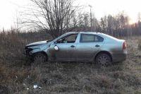 На 109-м километре трассы водитель не справился с управлением. Автомобиль съехал в кювет и перевернулся.