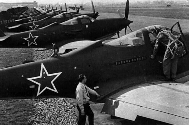 «Кингкобры» на аэродроме.