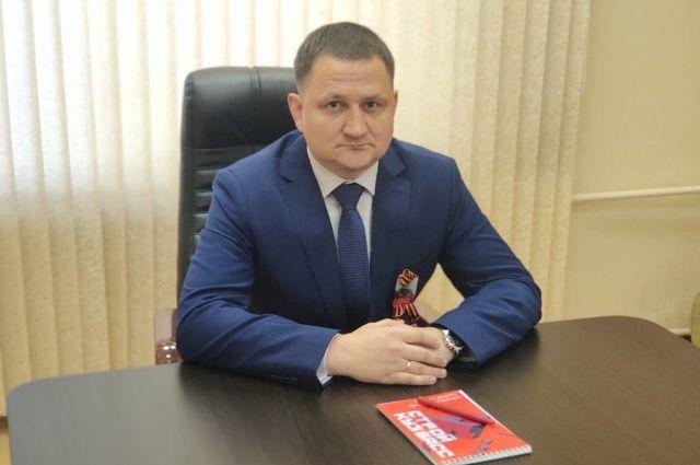 Евгений Дудаков родился в 1985 году в Ленинске-Кузнецком.