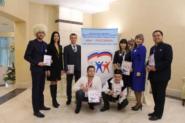 Юлия Трушкова с членами регионального отделения Молодежной Ассамблеи народов России «МЫ-РОССИЯНЕ» в Югре