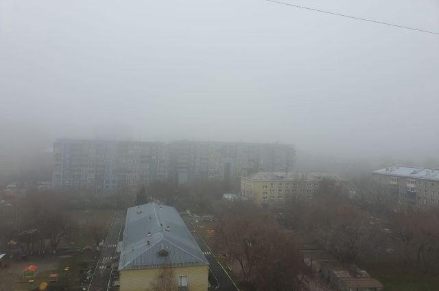 Новосибирск окутал ноябрьский туман.