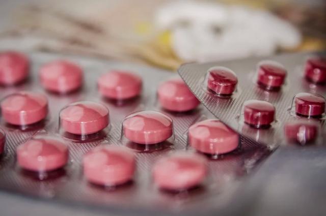 Новую партию антибиотиков доставили в Новосибирск.