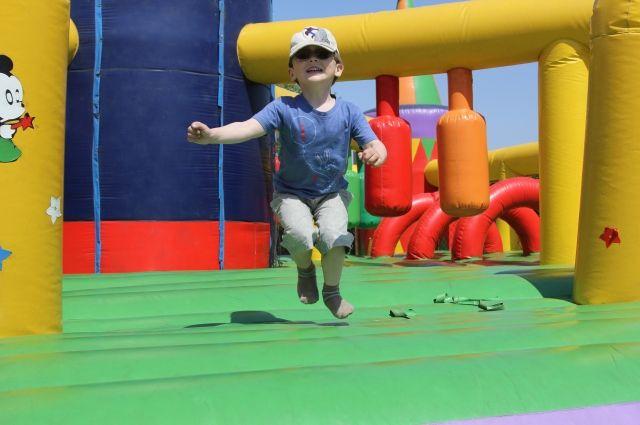 Ребенок сломал позвоночник, прыгая на батуте, в Краснообске.