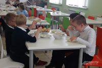 В Оренбурге уже заключенные договоры о поставке школьного питания, возможно, продлят до конца учебного года.