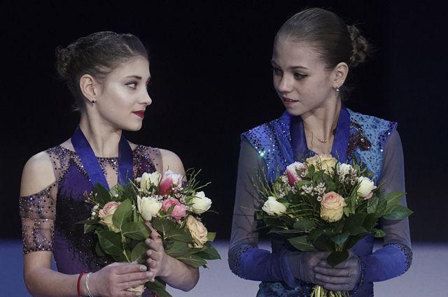 Алена Косторная (слева) и Александра Трусова.