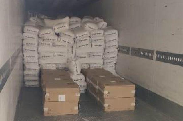 В Черниговской области задержали грузовик с контрабандными сигаретами.