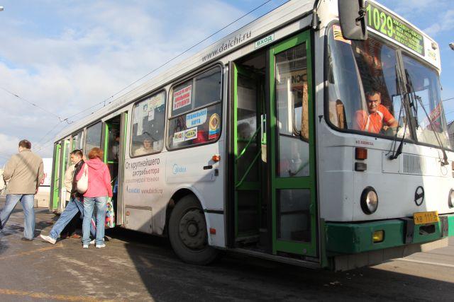 Два маршрута автобусов изменились в Ленинском районе Новосибирска из-за появления новой остановки общественного транспорта «Ул. Александра Чистякова».