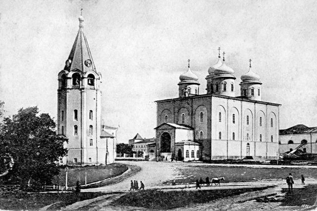 До революции в Нижегородском кремле было четыре храма, в том числе величественный Спасо-Преображенский кафедральный собор с часовней.