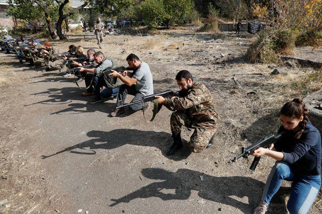 Тренировка армянских добровольцев.