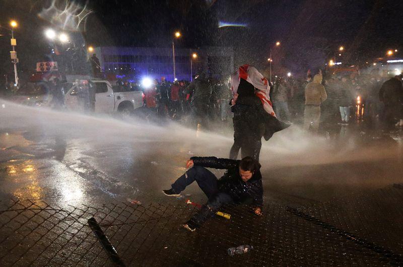Столкновения между участниками протестной акции и полицейскими в Тбилиси.
