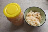 В квашеной капусте много полезных минералов и витаминов.