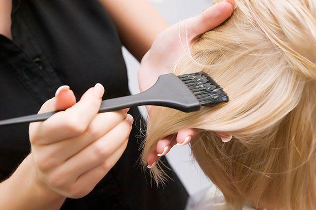 Из блондинки в брюнетку и обратно. Что нужно знать об окрашивании волос