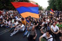 В Армении протестующие требуют сформировать новое правительство