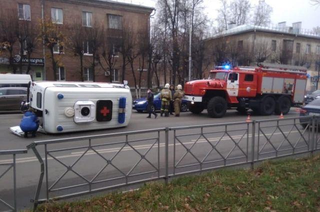 По предварительной информации, у обеих машин скорой помощи были включены спецсигналы.