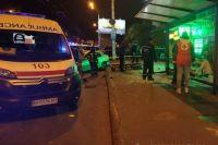 В Одессе автомобиль влетел в остановку: четыре человека пострадали