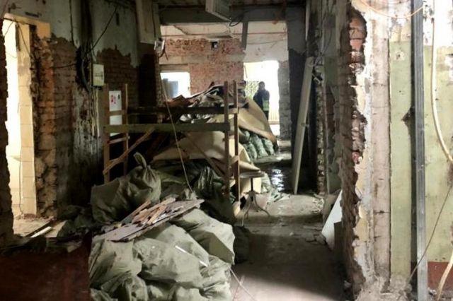 От старой «дальзаводской» поликлиники остались только стены.