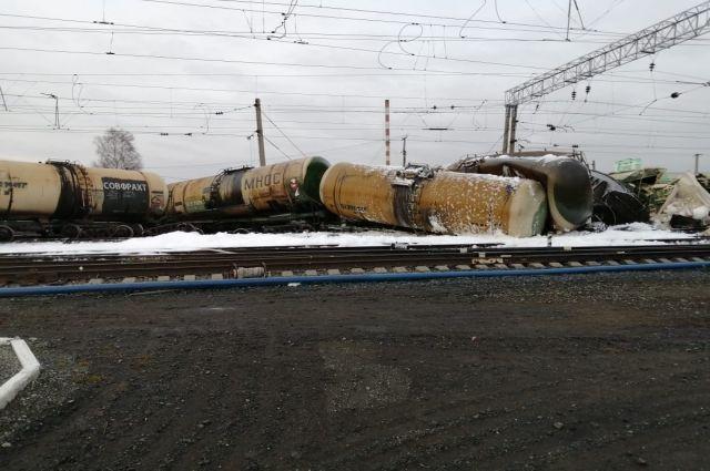На станции Татарская устранили последствия схода вагонов.