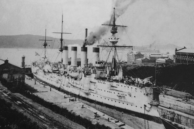 Судостроительный док стал первым и надолго крупнейшим индустриальным объектом.