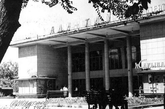 Кинотеатр «Алатау» – ныне «Макдональдс».
