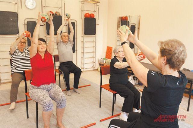 При остром периоде заболевания ЛФК и дыхательная гимнастика входят в стандарт лечения.