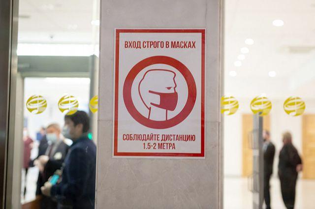 Масочный режим действует во всех общественных местах. В случае отсутствия маски могут выписать серьезный штраф