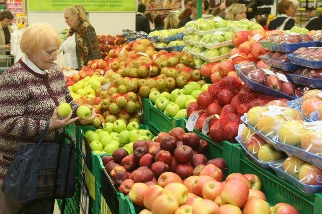 Купив полезных продуктов на входе, мы со спокойной совестью выбираем дорогие «вредности».