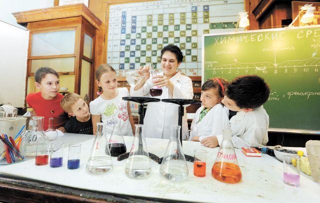 Вместе с детьми опытным путём можно сделать много интересных открытий.