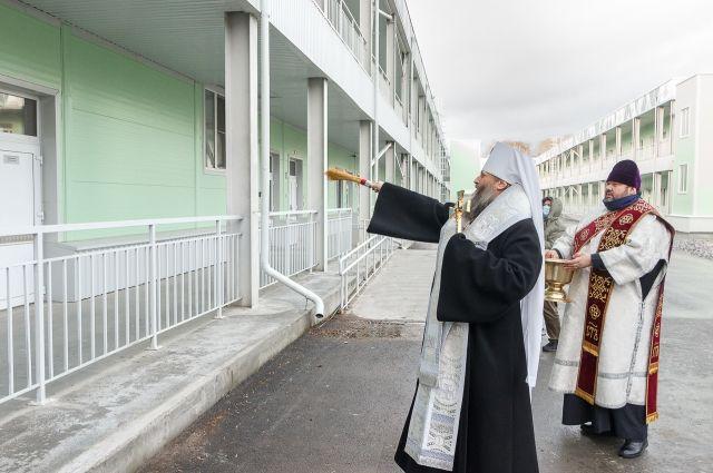 Митрополит Никодим освятил новый коронавирусный госпиталь в Новосибирске