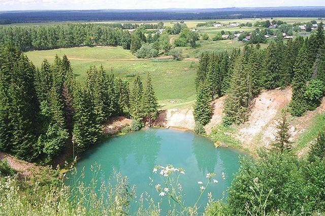 Туристов не накажут за запуск матраса в уникальное озеро.