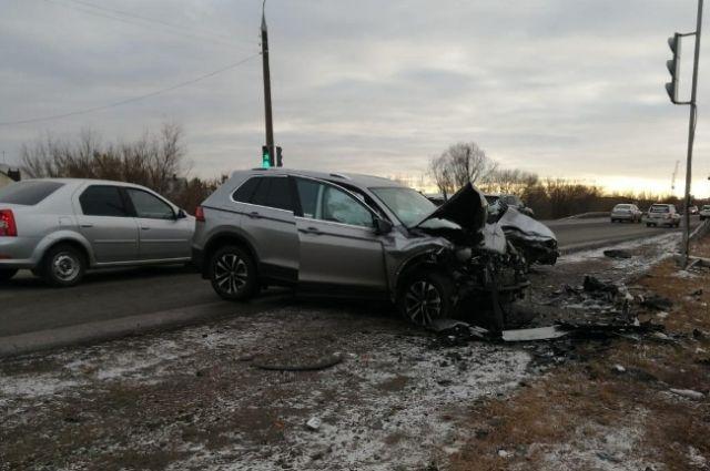 На дороге в Оренбурге столкнулись две иномарки.