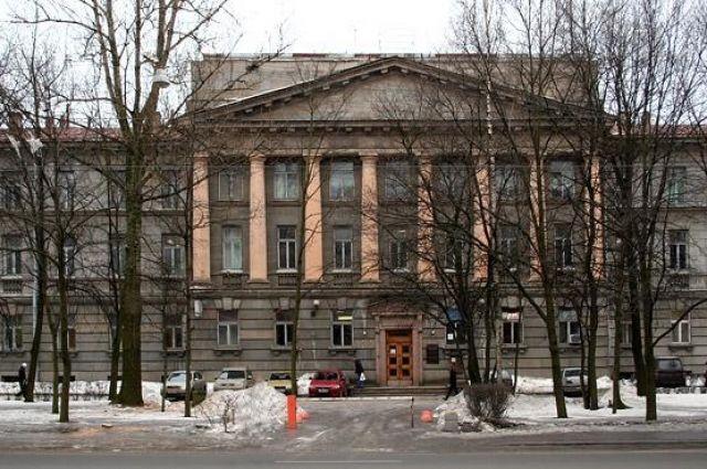 Трехэтажная «сталинку» была построена в 1950-х годах по проекту архитектора Бориса Журавлева