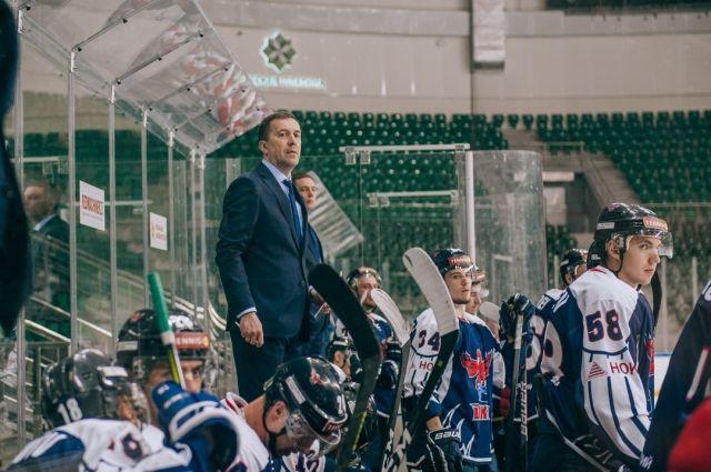 В клубе поблагодарили бывшего главного тренера за работу и отметили, что сотрудничество с Владиславом Хромых было плодотворным.