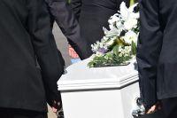 Главу одного из сельсоветов в Оренбуржье наказали штрафом за разрешение похорон, ставших причиной вспышки коронавируса.