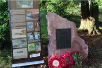 Памятник советским лётчикам в шотландском городе Эррол.