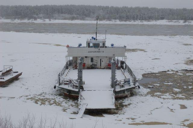 Это связано с понижением температуры воздуха и началом ледообразования на реке Вычегда.