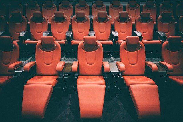 Губернатор Андрей Травников подписал постановление о закрытии кинотеатров и фуд-кортов, расположенных в торговых центрах, сообщает пресс-служба правительства.
