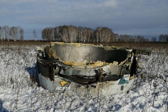 Очевидцы утверждают: обломки борта были найдены в нескольких километрах от «Толмачево». Некоторые из них проломили кровлю склада.