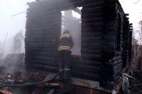 Вместе с домом сгорели надворные постройки.