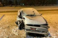 В ночном ДТП в Новосибирске пострадали водитель и автомобиль.