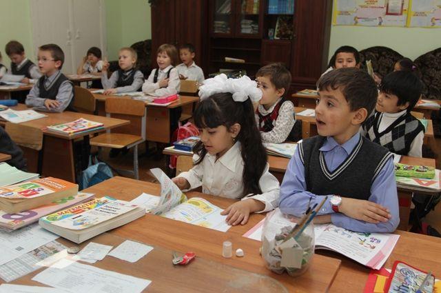 Часть учеников вернулись на учебу в школу.
