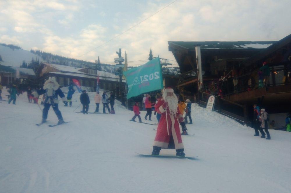 Деды Морозы собрались из разных уголков Кузбасса и съехали с Зелёной.